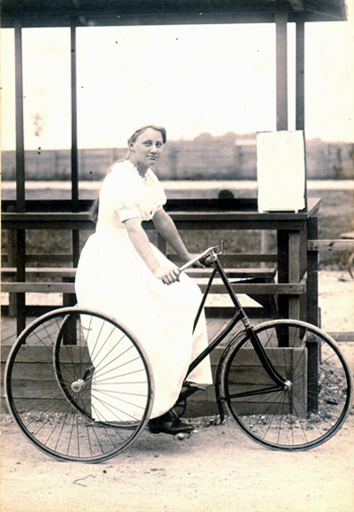 Ellen Hørup was a good sport in her youth. The second women in Denmark on a bike and the first women racer. There was so much drive in Ellen Hørup that she had to compete with men.